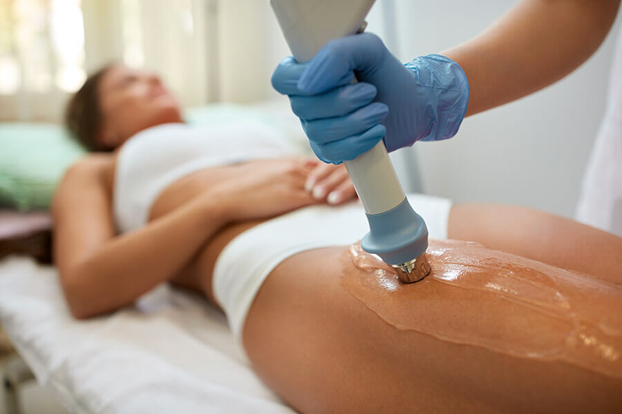 oakville shockwave treatment phsyiotherapist applying