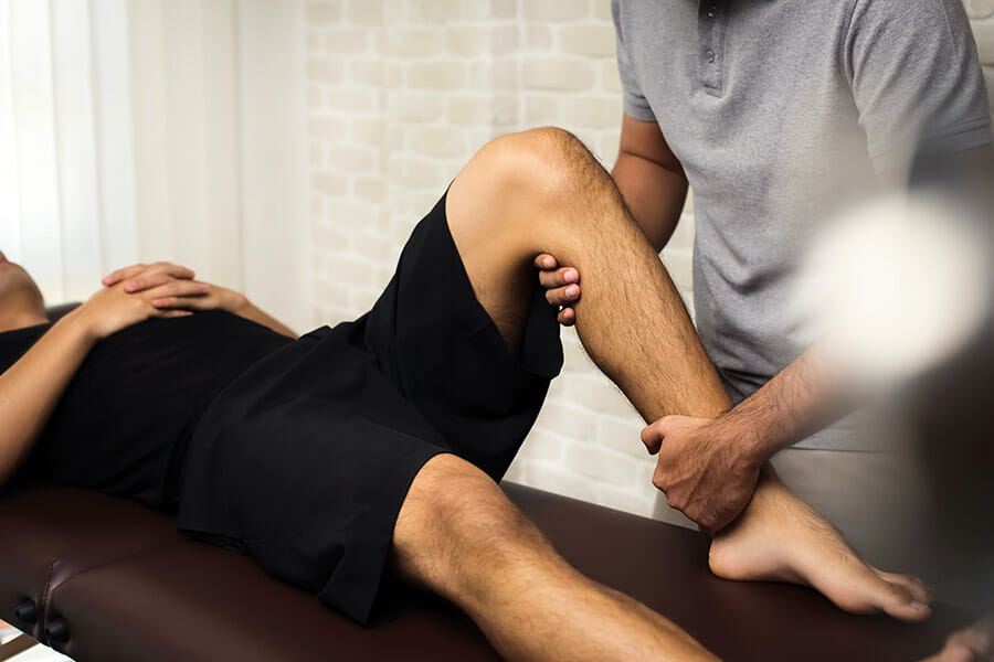 Physiotherapist working on paitent physiotherapy oakville