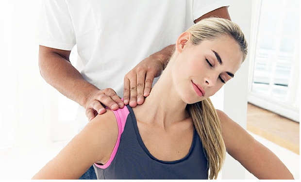 oakville sports physiotherapist working on ladies upper neck and shoulder